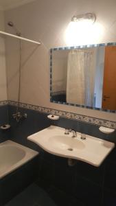 A bathroom at Hosteria Tres Picos
