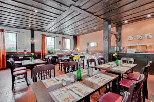 A restaurant or other place to eat at Hotel Alt Bamberg