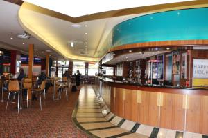 The lounge or bar area at Guildford Hotel