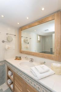 A bathroom at Porto Naxos