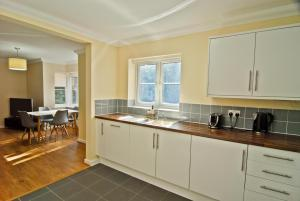 A kitchen or kitchenette at Room and Roof Southampton Serviced Apartments