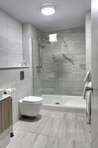 Ванная комната в Best Western Plus Nottingham Westminster Hotel
