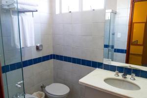 A bathroom at FlatGyn Paineiras
