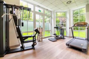 The fitness center and/or fitness facilities at Leonardo Hotel Aachen