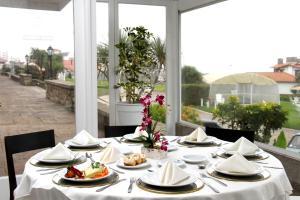 Un restaurant u otro lugar para comer en Grand Hotel Santa Teresita