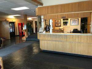 The lobby or reception area at Shelikof Lodge