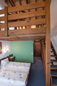 Кровать или кровати в номере Hotel Bahnhof