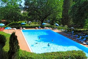 The swimming pool at or near Camping Siena Colleverde