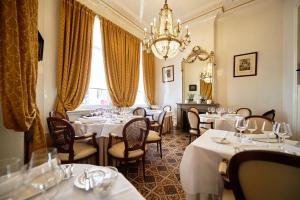 A restaurant or other place to eat at Hotel Colvenier