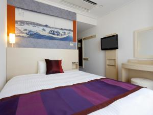 A bed or beds in a room at Ryogoku View Hotel