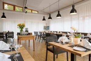 Ein Restaurant oder anderes Speiselokal in der Unterkunft Seehörnle Bio Hotel & Gasthaus