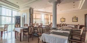 Reštaurácia alebo iné gastronomické zariadenie v ubytovaní Bellevue Hotel and Resort