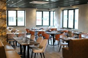 A restaurant or other place to eat at Hotel Levell