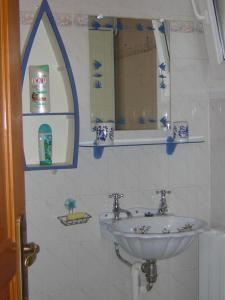 A bathroom at Gite de la liane
