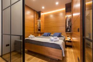 A bathroom at Amazing Piazza Venezia Suites