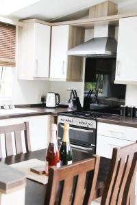 A kitchen or kitchenette at Herons Lake Retreat Lodges