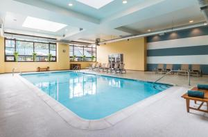 The swimming pool at or close to The Saratoga Hilton