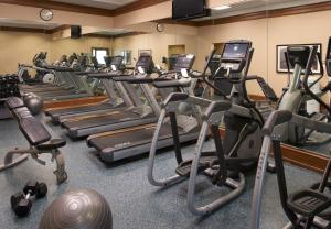 The fitness center and/or fitness facilities at Chicago Marriott at Medical District/UIC