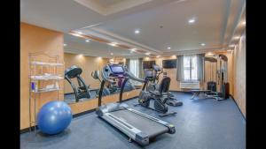 The fitness center and/or fitness facilities at Baymont by Wyndham Kingston Plymouth Bay