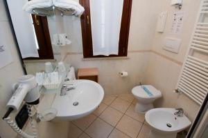 Salle de bains dans l'établissement Abc Comfort Hotel Mantova City Centre