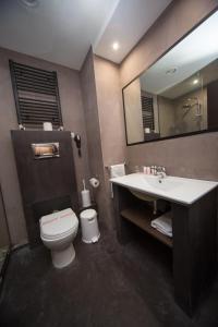 A bathroom at Athina Airport Hotel