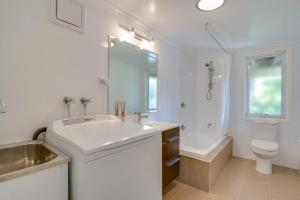 A bathroom at Orcades Beach House