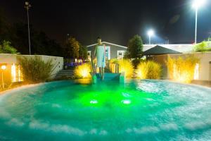 Het zwembad bij of vlak bij Hotel & Wellness Zuiver
