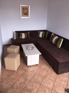 A seating area at Pensiunea Zbor 1