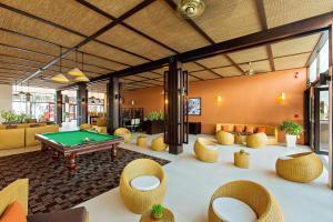 Ein Billardtisch in der Unterkunft Hoi An Beach Resort