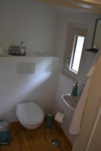 A bathroom at Fabrikantenvilla