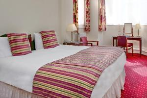 A bed or beds in a room at Best Western Bestwood Lodge Hotel