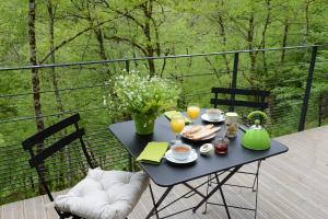 Options de petit-déjeuner proposées aux clients de l'établissement Les Cabanes de Salagnac