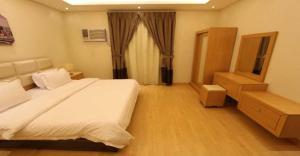 Cama ou camas em um quarto em Meera Suite 2