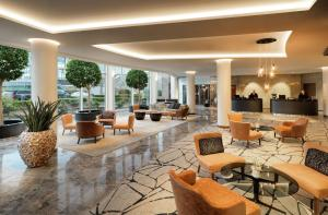 The lounge or bar area at Hyatt Regency Köln