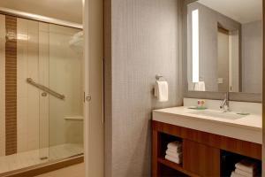 A bathroom at Hyatt Place Corpus Christi