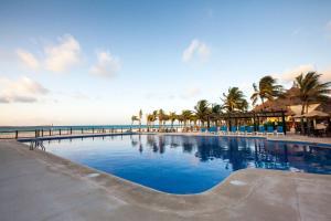 Het zwembad bij of vlak bij Allegro Playacar - All Inclusive Resort