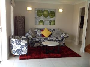 A seating area at Mollymook Apartment on Golf