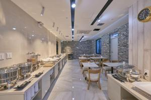 A restaurant or other place to eat at Dubai Hotel
