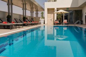 A piscina localizada em Centro Waha by Rotana ou nos arredores