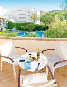 Un balcón o terraza de Apartamentos Miramar 1