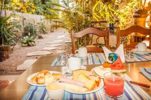Opções de café da manhã disponíveis para hóspedes em Pousada Mundo Dha Lua