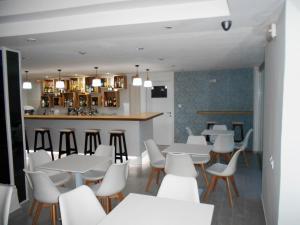 The lounge or bar area at Hotel Koala
