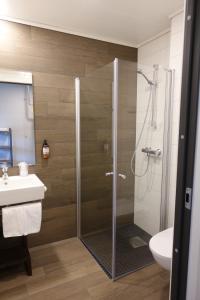 A bathroom at Trolltunga Hotel