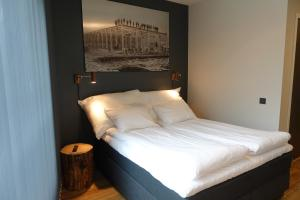 A bed or beds in a room at Trolltunga Hotel