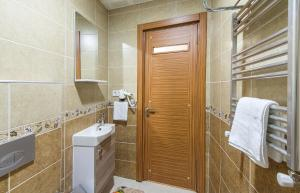 A bathroom at Green Life Apart Hotel