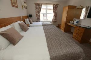 A bed or beds in a room at The Keepers Arms