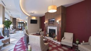 The lobby or reception area at Hilton Garden Inn Louisville Downtown