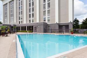 The swimming pool at or near Hampton Inn Orlando-Airport