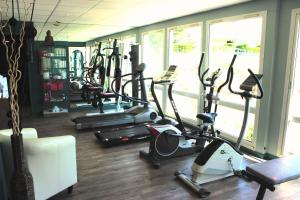 The fitness center and/or fitness facilities at Mercure Bayeux Omaha Beach