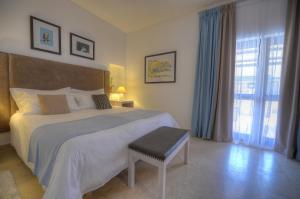 A bed or beds in a room at Hotel Ta' Cenc & Spa